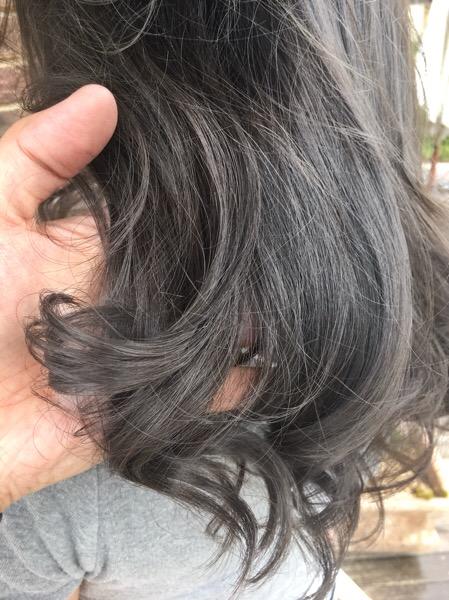 アプリエで染めたアッシュグレーの毛先