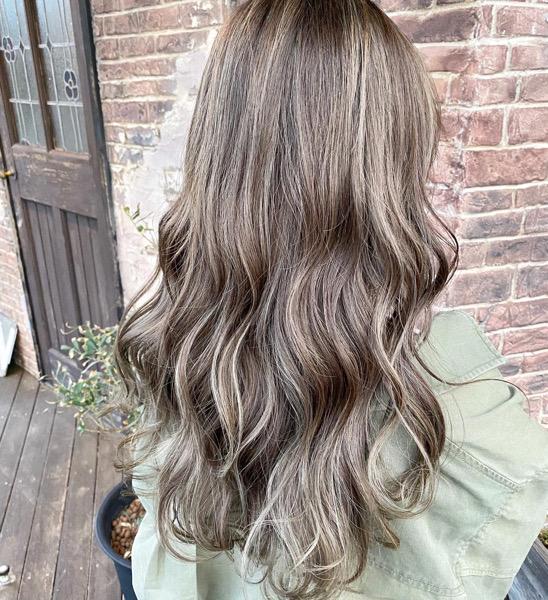 アッシュに染めてるのに茶色い…美容師が教えるアッシュカラーの本当の色!